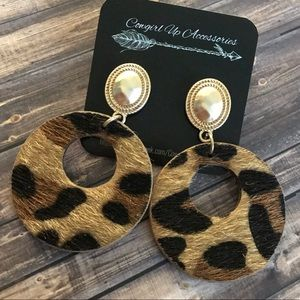 Jewelry - Textured round leopard Earrings